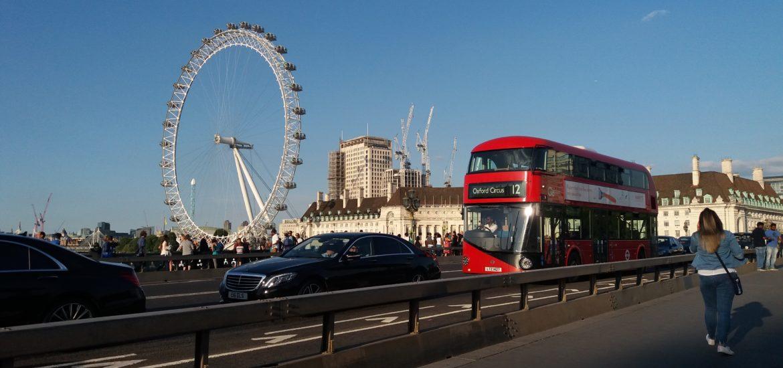 Imigração na Inglaterra de ônibus